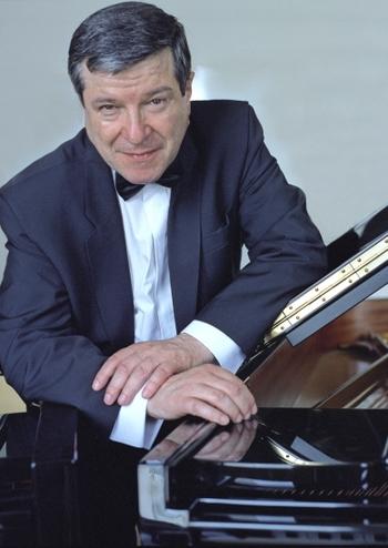 Жак Рув'є (фортепіано) Франція. Київський камерний оркестр