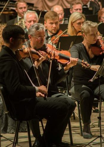 Нац.симф.оркестр України, Теодор Кучар (США)